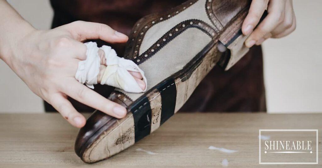 วิธีทำความสะอาดรองเท้าและกระเป๋าผ้าแคนวาส (Canvas) โดยไม่ทำให้สีซีด