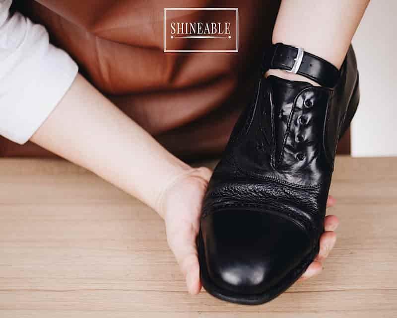 ซ่อมรองเท้าหนังหัวบุบหรือเสียทรงให้กลับมาสวยเหมือนเดิม