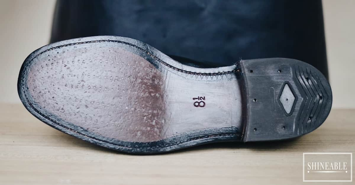 ขัดพื้นรองเท้าให้กลับมาเงาเหมือนออกจากร้านใหม่ ๆ