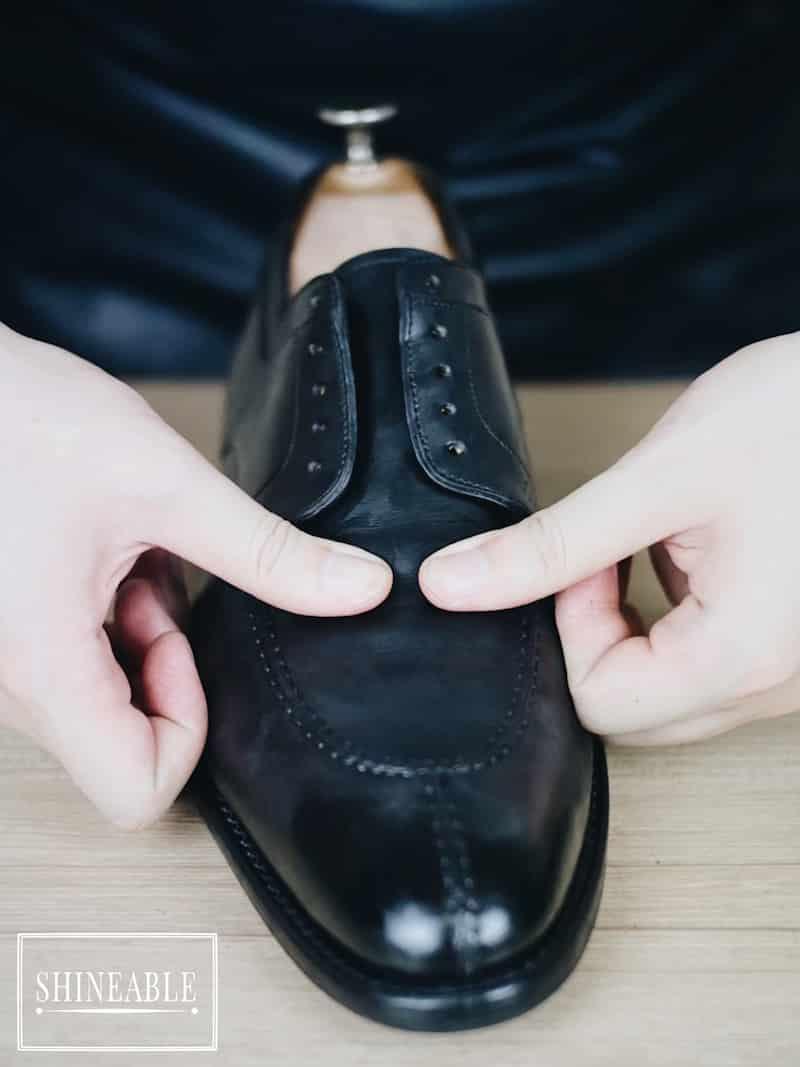 แก้รอยย่นรองเท้า (Shoe Crease) ให้กลับมาตึงสวยเหมือนใหม่